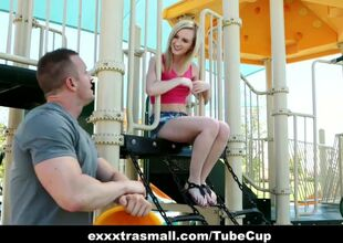 Oversexed pornstar Skylar Still wet..